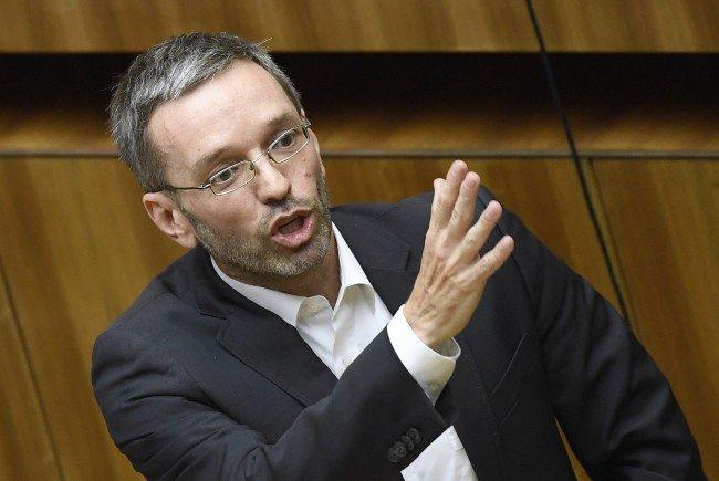 Kickl kritisiert die Verschiebung der Stichwahl-Wiederholung.