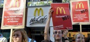 Gegen Steuerflucht: SJ-Demo vor McDonald's-Filiale auf Mariahilfer Straße
