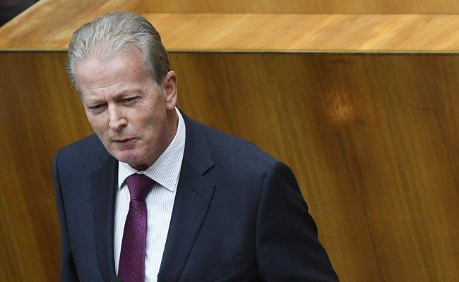 ÖVP-Parteichef Mitterlehner fordert angesichts einer ORF-Gebührenerhöhung damit verbundene Reformen.