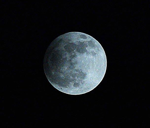 Der Vollmond mit einer partiellen Mondfinsternis wird am Freitag zu beobachten sein