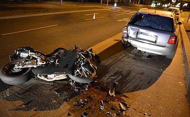 Schwerer Motorrad-Unfall in Wien-Liesing.