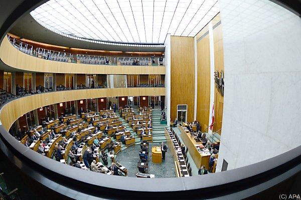 Asyl und BP-Wahlverschiebung sind im Nationalrat nach dem Sommer Thema