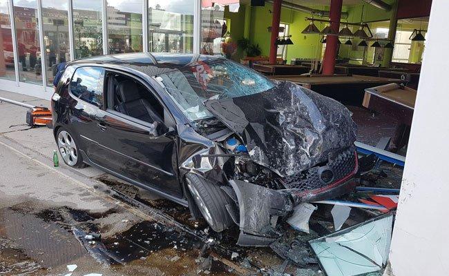 Der 19-jährige Fahrer verlor die Kontrolle über das Fahrzeug.