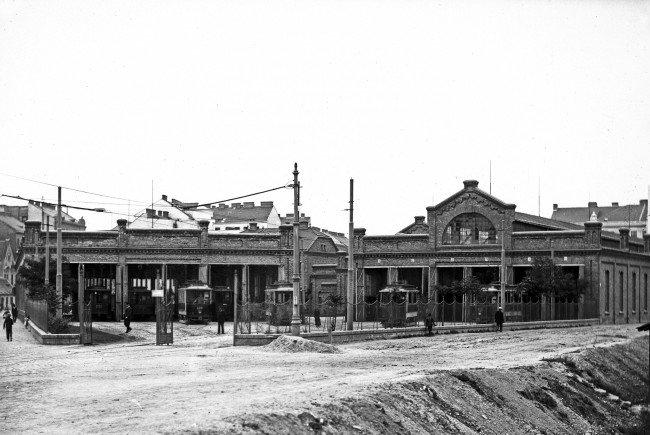 Remise Erdberg mit Zügen diverser Typen um 1906.