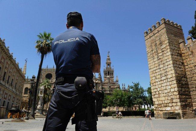 Paar getötet: Sohn der Opfer konnte Bonares wieder verlassen