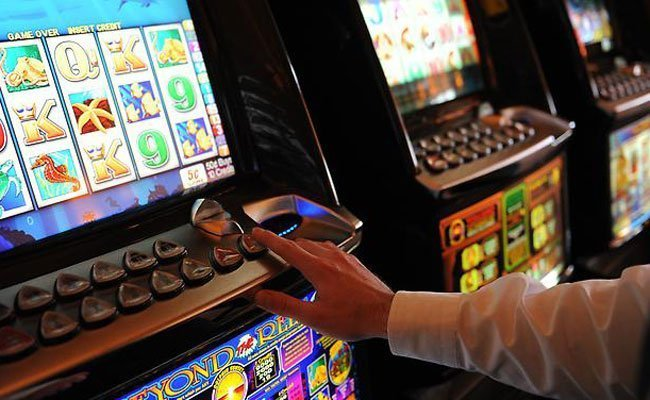 Der Mann soll den Automaten aufgebrochen haben, um sich die Münzen zu nehmen.