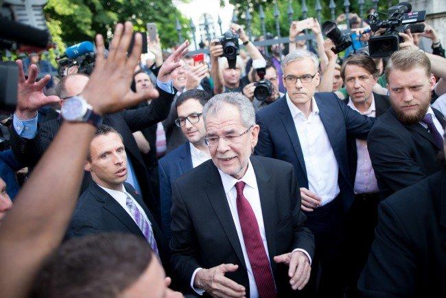Alexander Van der Bellen und Wahlkampfleiter Lothar Lockl (R)