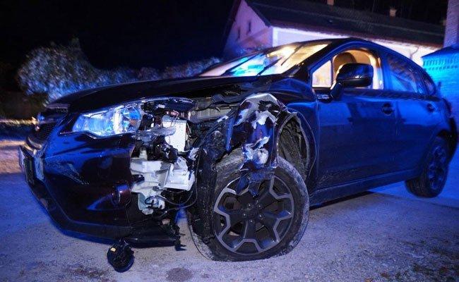 Ein stark alkoholisierter Lenker verlor in NÖ die Kontrolle über sein Fahrzeug.