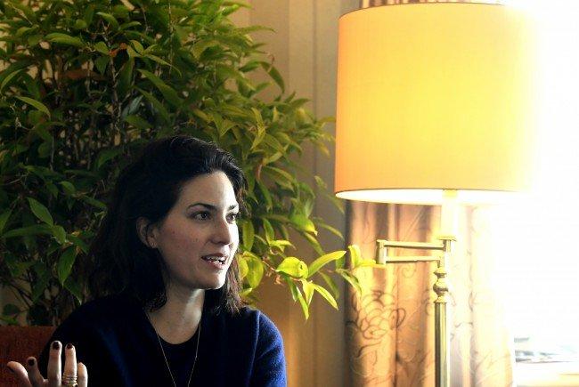 Regisseurin Rebecca Zlotowski während des Interviews.