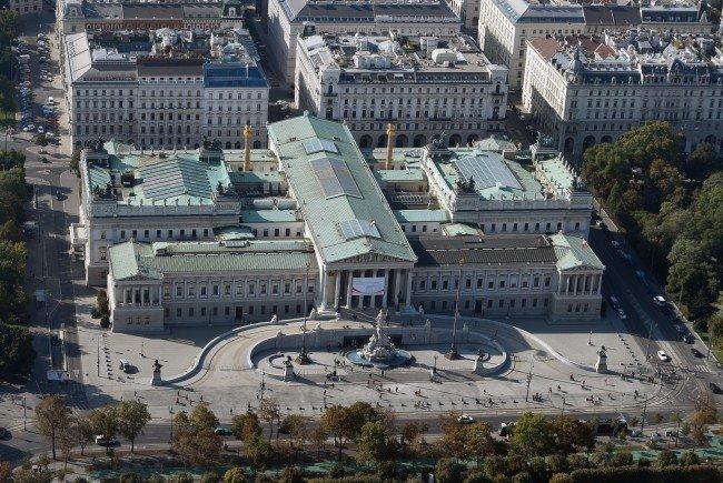 Der Mann randalierte vor dem Parlament in Wien.