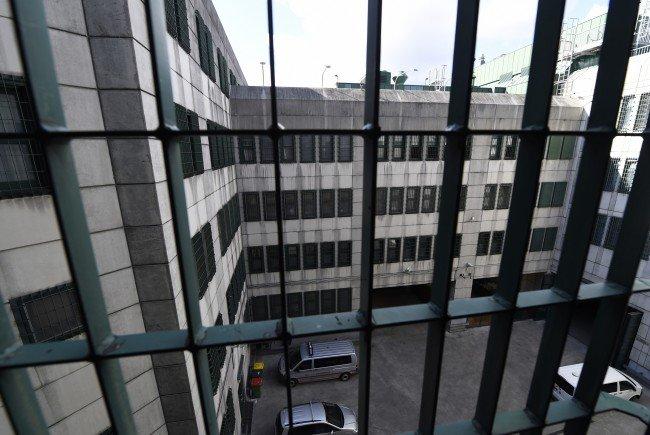 In der Justizanstalt Wien-Josefstadt hat es am Sonntagabend gebrannt.