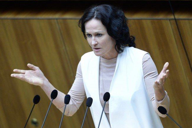 Causa Matt: Grünen-Klubchefin Glawischnig ist mit Klagen konfrontiert.