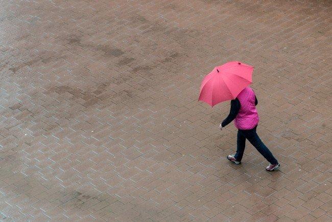 Es bleibt vorerst kühl und regnerisch.