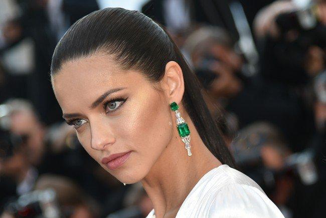 Supermodel Adriana Lima ist offiziell noch Single.