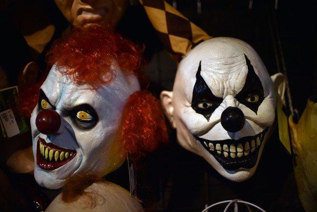 Ein 14-Jährige stach mit einem Messer auf einen Horror-Clown ein.