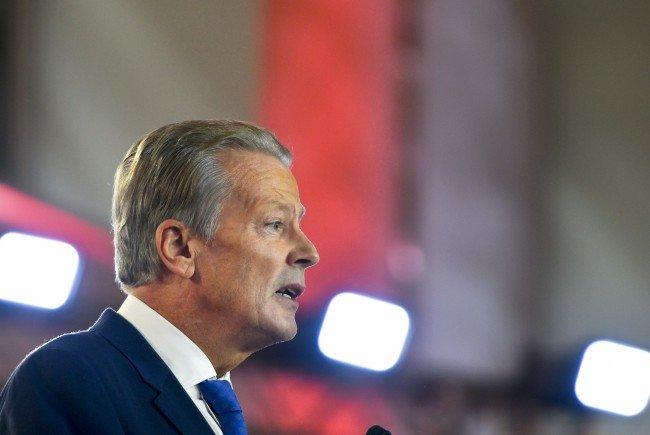 Wirtschaftsminister Mitterlehner zeigt sich angesichts der CETA-Einigung erfreut