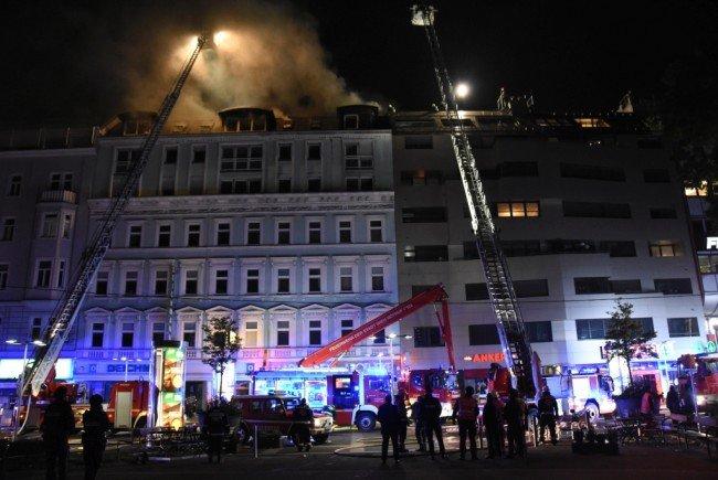 Ein Dachbrand in Wien-Favoriten löste Alarmstufe 2 der Feuerwehr aus