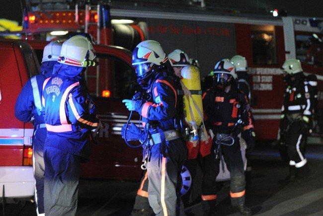 In Krumbach wurden zwei PKW in Brand gesteckt