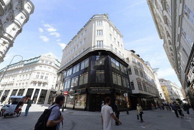 Im Roberto Cavalli Store in der Wiener City wird gegen Jobkürzungen gestreikt.