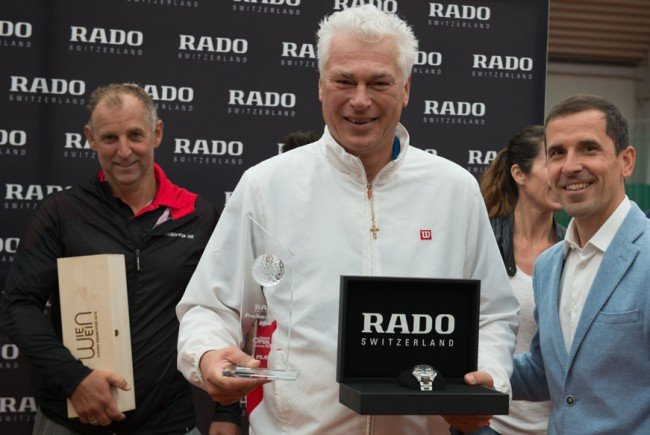 Toni Polster auf dem Siegerfoto.