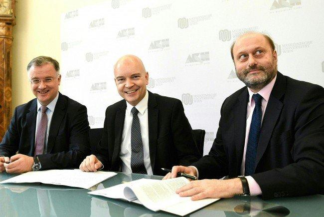 Der Rechnungshof übt auch Kritik am KAV-Generaldirektor Udo Janßen (Mitte)
