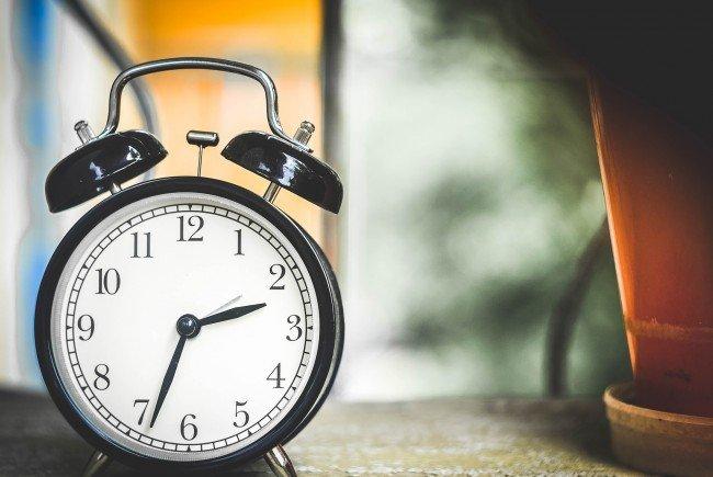 Uhren ab 03:00 am 30.10.2016 um eine Stunde zurückdrehen