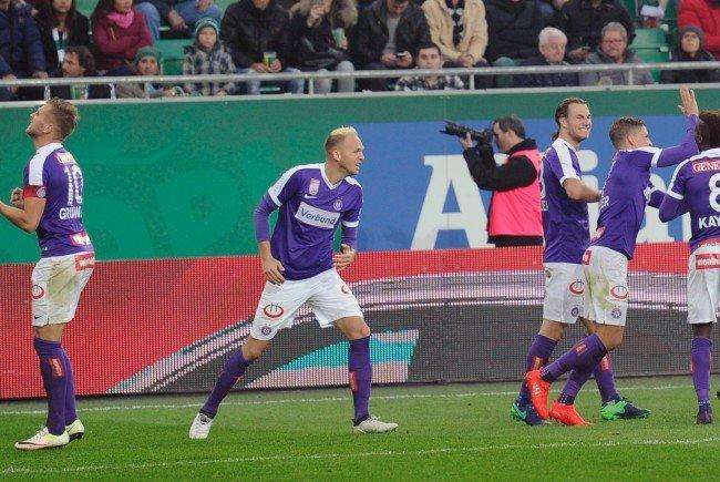 Jubel der Austria Spieler nach dem 0:2 gegen Rapid