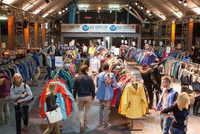 Der große Blue Tomato Lagerabverkauf in der Wiener Stadthalle lockt tausende Shopper an