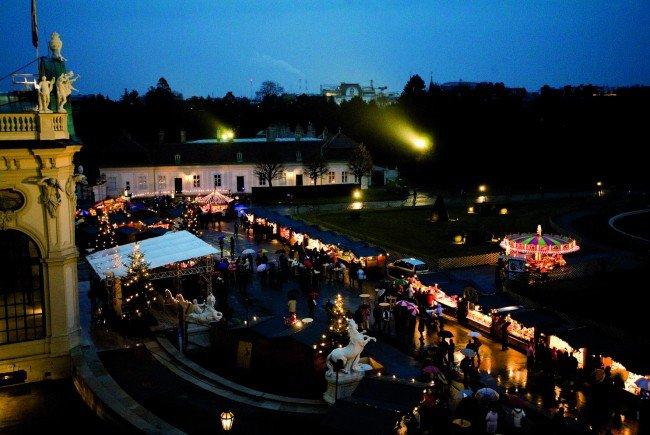 Barockes Weihnachtsambiente in elegantem Design: Weihnachtsdorf Schloss Belvedere