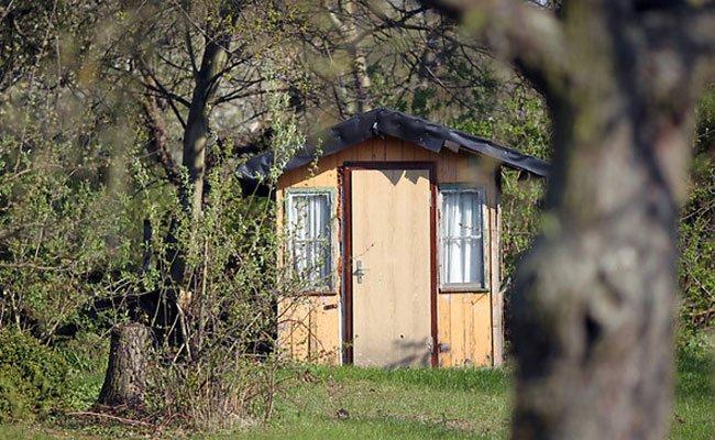 Frau attackierte ihren Lebensgefährten in Kleingartenhaus mit Messer