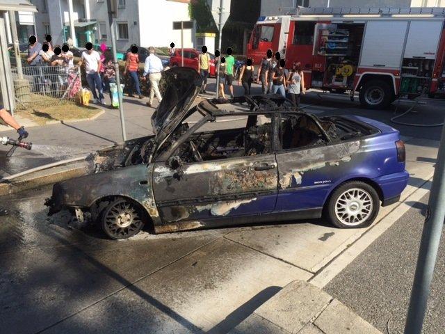 Das Fahrzeug der 25-Jährigen brannte völlig aus.