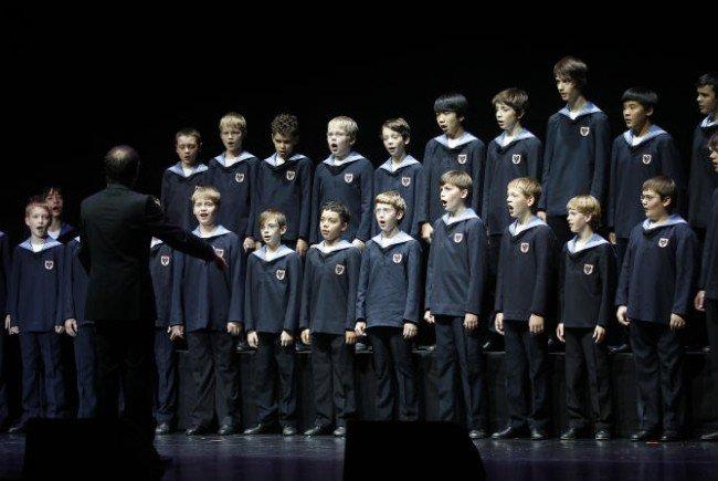 Die Wiener Sängerknaben bitten zum Tanz.