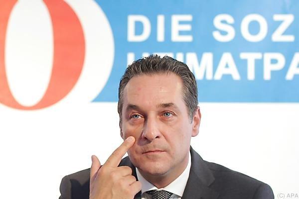 """FPÖ-Chef Strache teilte """"Krone""""-Artikel über Suizidversuch eines Asylwerbers"""