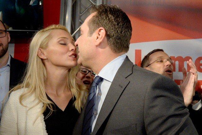 FPÖ-Chef Heinz Christian Strache mit seiner nunmehrigen Ehefrau Philippa Beck