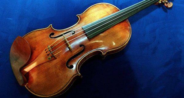 Eine wertvolle Geige wurde aus einem Auto in Wien 15 gestohlen.
