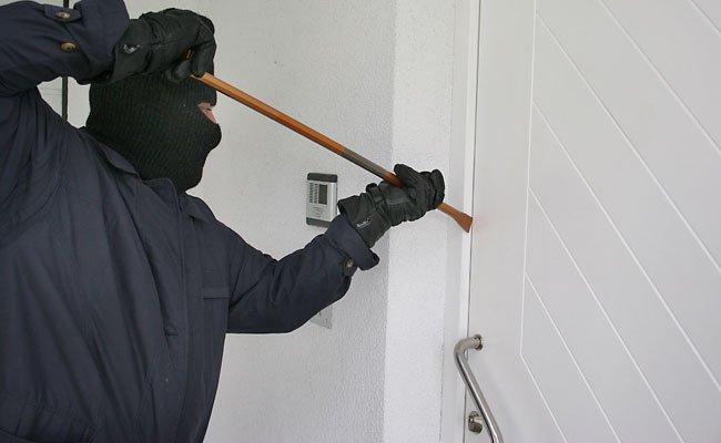 Zwei Männer versuchten in eine Wohnung in Floridsdorf einzubrechen.