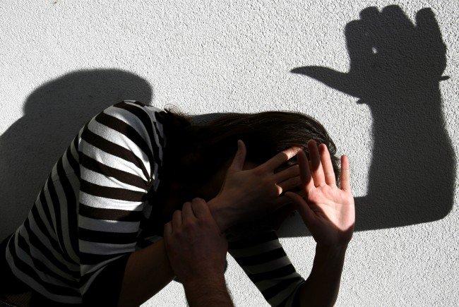 Neun Männer sollen in Wien ein 13-jähriges Mädchen missbraucht haben.