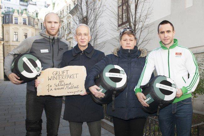 """Robert Almer (l.) und Steffen Hofmann (r.) unterstützen die """"Gruft""""."""