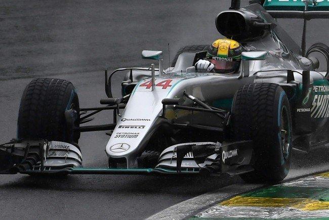Lewis Hamilton feierte unbeeindruckt vom Regenchaos einen souveränen Sieg.