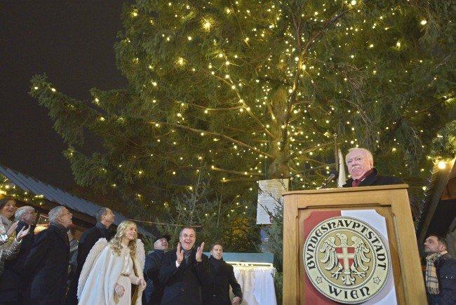 """Bürgermeister Häupl eröffnete den """"Weihnachtstraum"""" beim Wiener Rathaus"""