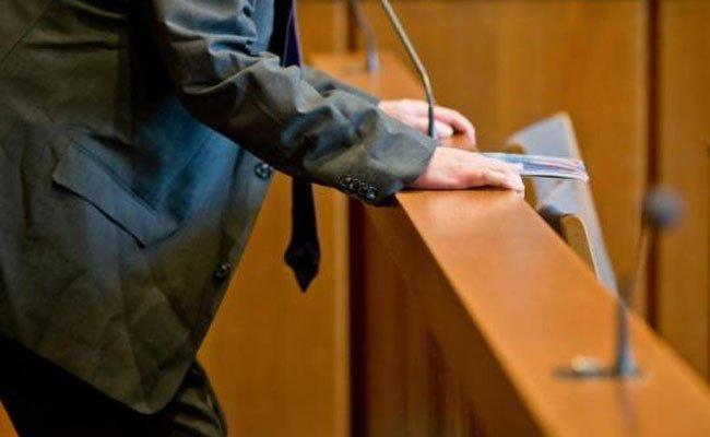 Ein Wiener steht derzeit in Wiener Neustadt wegen einer Messerstecherei vor Gericht
