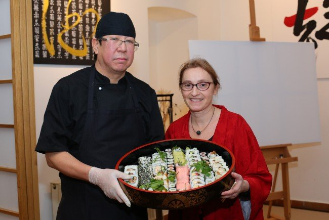 "Hiroshi Sakai und Angela Kramer feiern 3 Jahre ""Sakai""."
