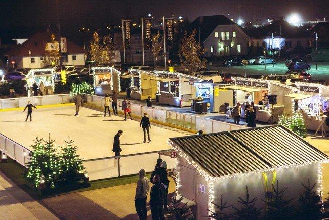 Auch vor der SCS in Vösendorf gibt es heuer einen Weihnachtsmarkt.