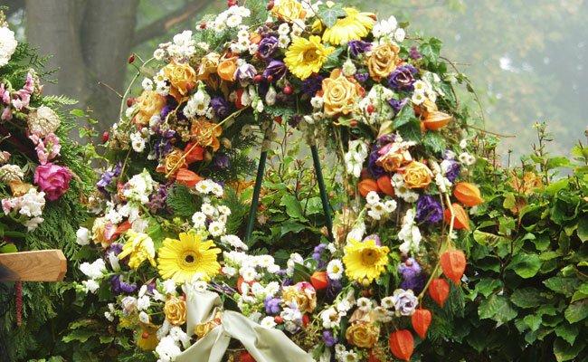 Kunden der Bestattung Wien können Blumenschmuck zukünftig auch online bestellen.