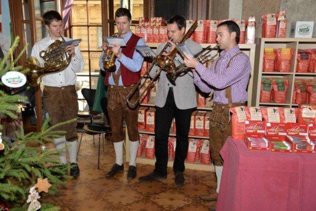 Quintonia Brass spielen beim Weihnachtsmarkt auf
