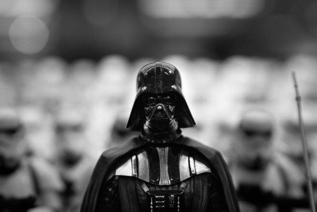 """Am 12. November steht bei """"Toys""""R""""Us"""" alles im Zeichen von """"Star Wars""""."""