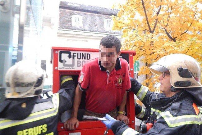 Ein junger Mann wurde in Wien-Wieden aus einen Container für Fundgegenstände befreit