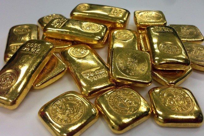 Einem Pensionisten wurden in Wien-Landstraße mehrere Goldbarren aus der Jackentasche gestohlen.