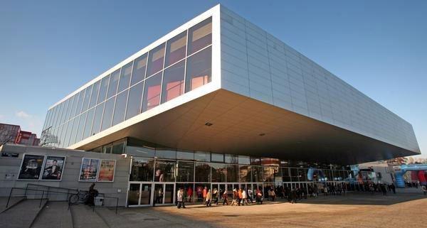 Für Autofahrer gibt es bei der Stadthalle Wien gratis bzw. günstige Parkplätze.
