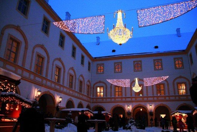 Beim Weihnachtsmarkt Schloss Hof
